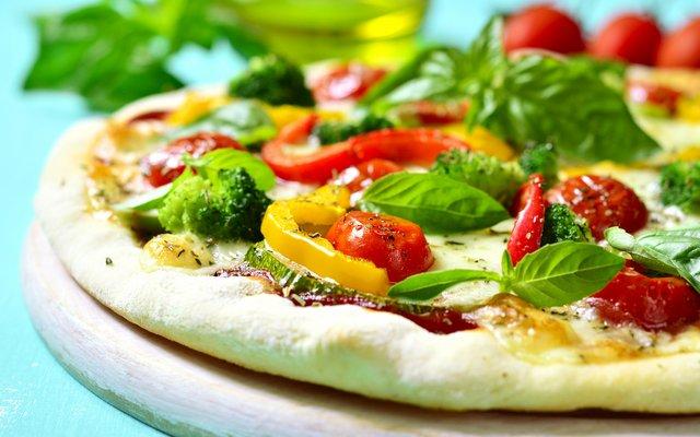 Die vegetarische Pizza sieht nicht nur schön aus – sie schmeckt auch gut!