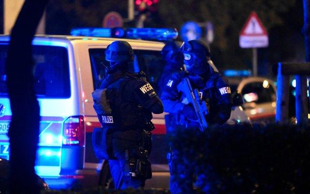 Die Polizei ist seit Dienstagabend im Großeinsatz.